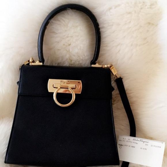 3e6400152a Vintage Ferragamo Purse - Black Leather. M 5ab29dbc61ca102ada46992b